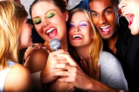 hobi-menyanyi-dan-karaoke-bikin-sehat