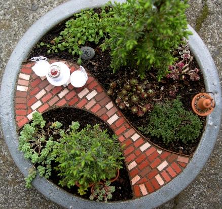 4-tips-mempercantik-rumah-dengan-mini-garden