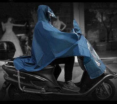 hati-hati-menggunakan-tipe-jas-hujan-satu-ini
