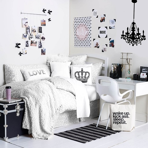 monochrome:-ruangan-bernuansa-hitam-dan-putih-yang-simple