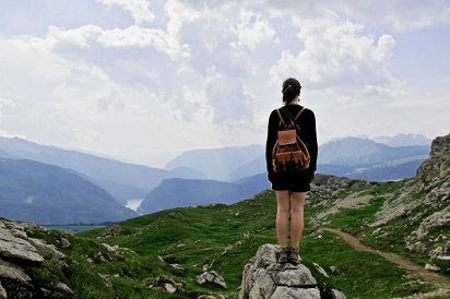 6-tips-aman-bagi-traveler-wanita-yang-bepergian-sendiri