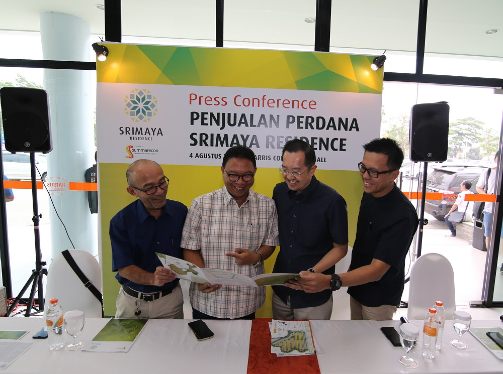http://www.summareconbekasi.com/public/images/gallery/article/10106/kompres (ki-ka) Oon Nusihono (GM Perijinan), Adrianto P. Adhi (President Director), Albert Luhur (Executive Director), Ferry Susanto (Head of Marketing).jpg